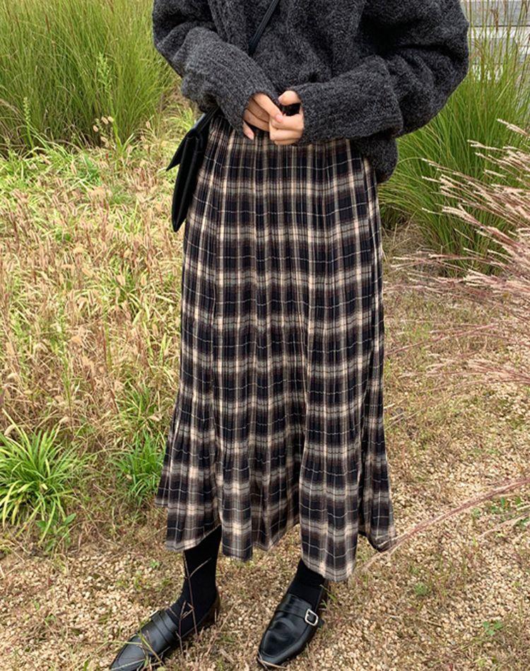 タータンチェックのロングスカートで上品コーデに!旬の着こなし9選
