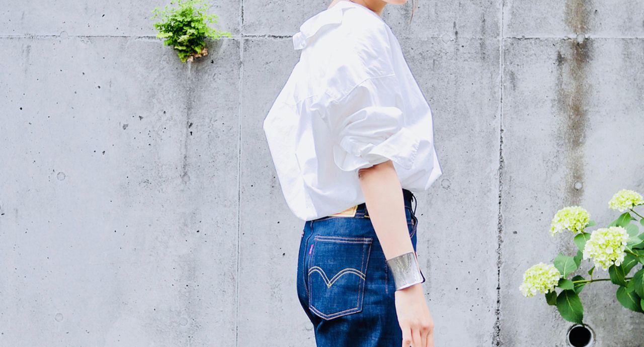 大人のジーンズコーデは脱カジュアル。こなれ感のある着こなしのコツ