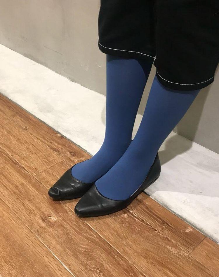 ネイビータイツの今どきコーデ。スカートや靴の合わせ方をチェック