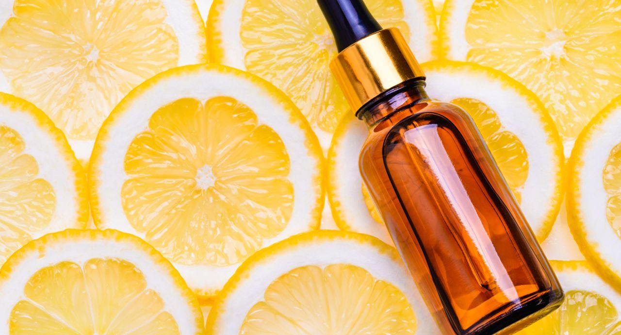 ビタミンC美容液の美容効果は?使い方や人気アイテムをご紹介