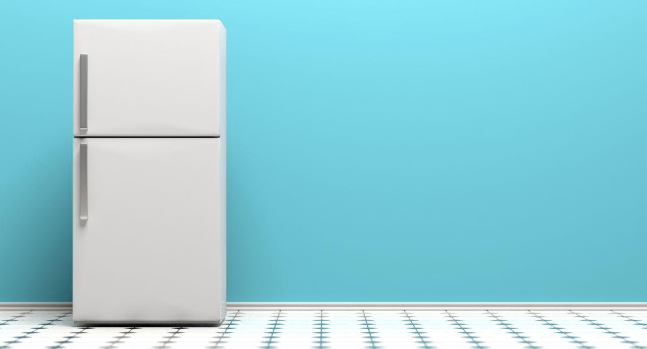 冷蔵庫の簡単なお掃除方法は?定期的なお手入れでにおいやカビ予防を