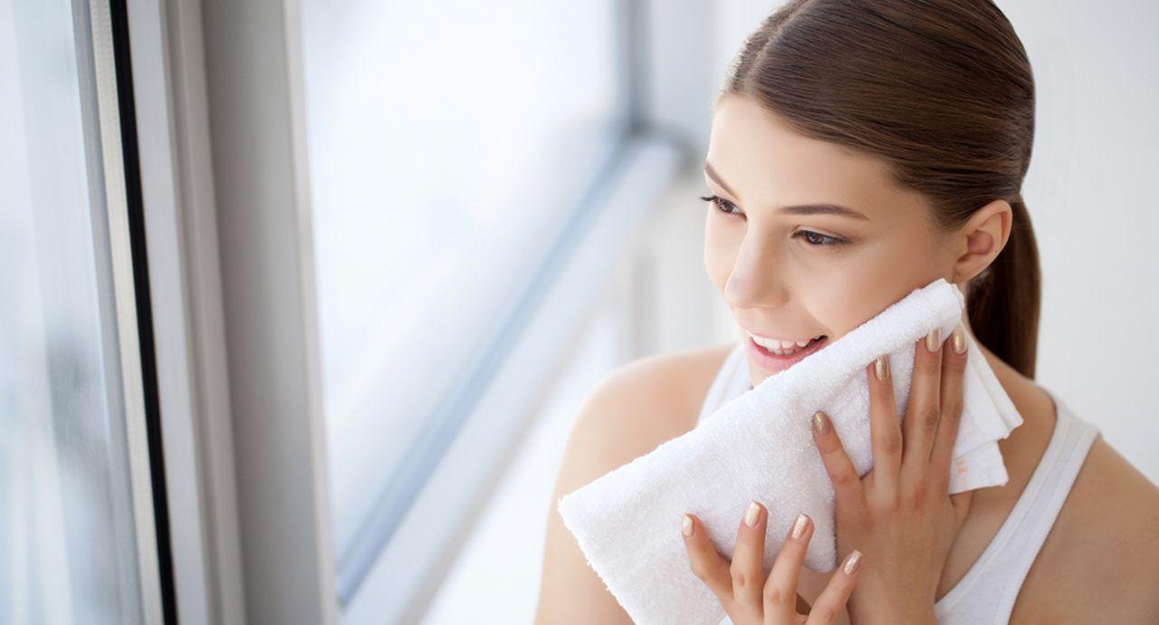 たるみ毛穴の原因は?引き締める方法やおすすめの化粧品をご紹介