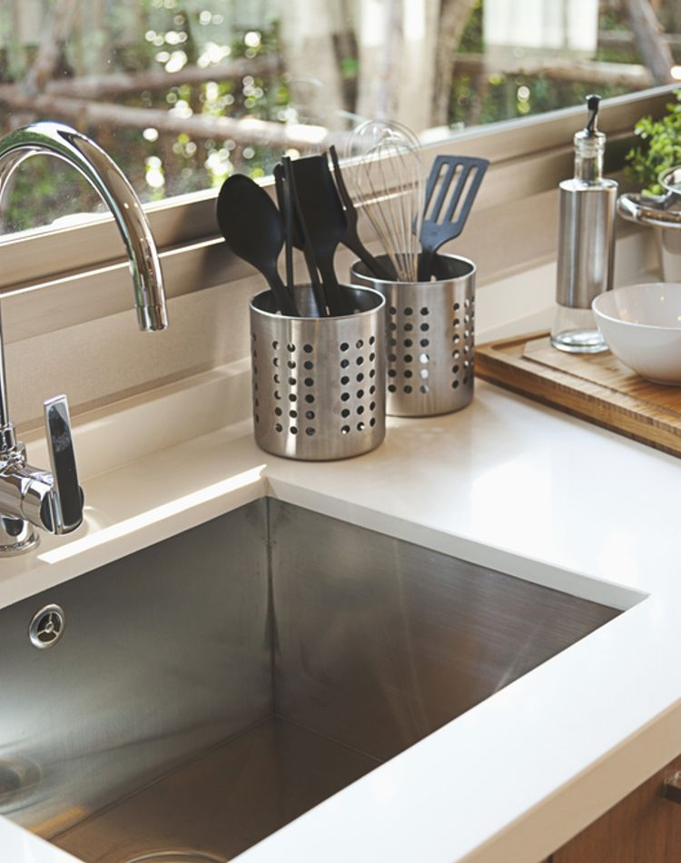 流し台の掃除の仕方の正解は?汚れ落としの方法や毎日のケアとは