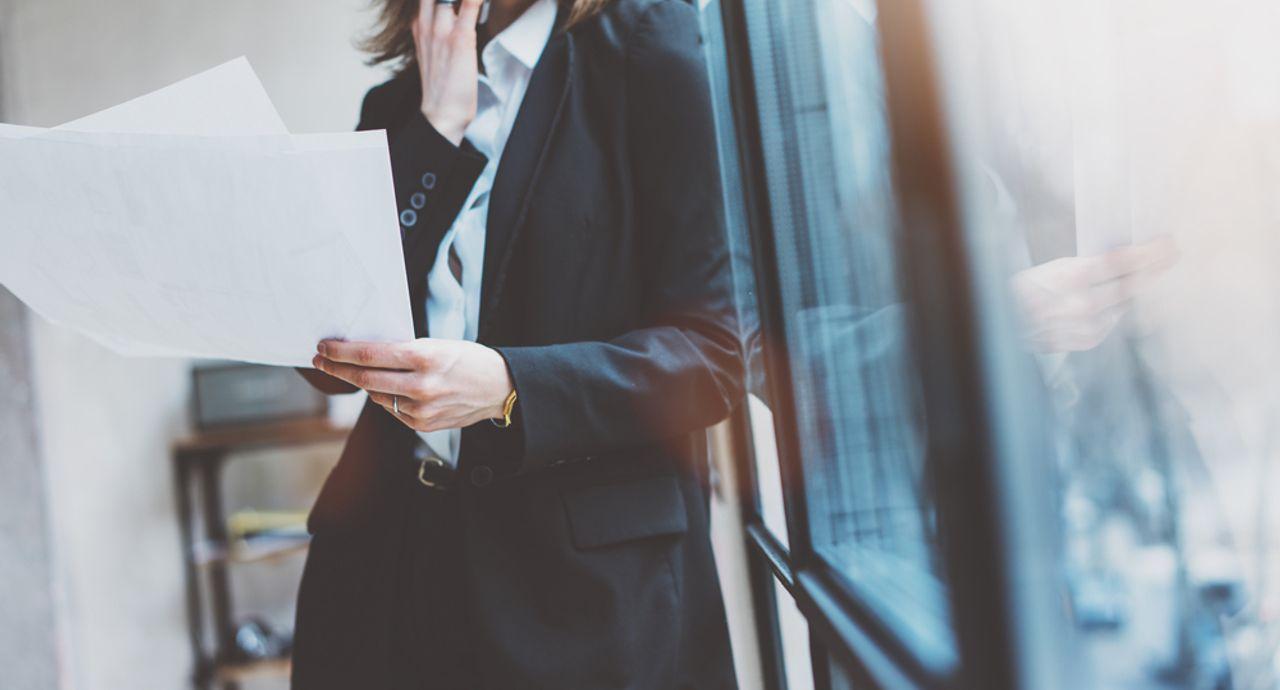 スーツの衣替えのベストな時期とは?お手入れ方法や保管方法も