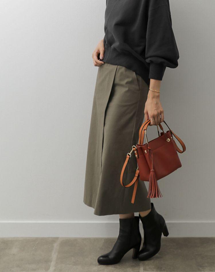 カーキスカートの秋コーデ!トップスやタイツ、アウターのおすすめ色