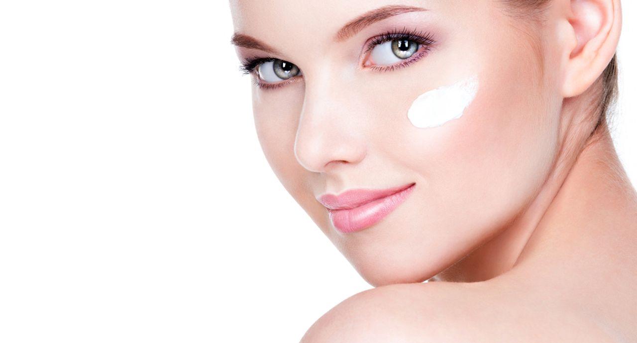 肌のテカリの原因とは?対策やテカリ対策の化粧品をご紹介