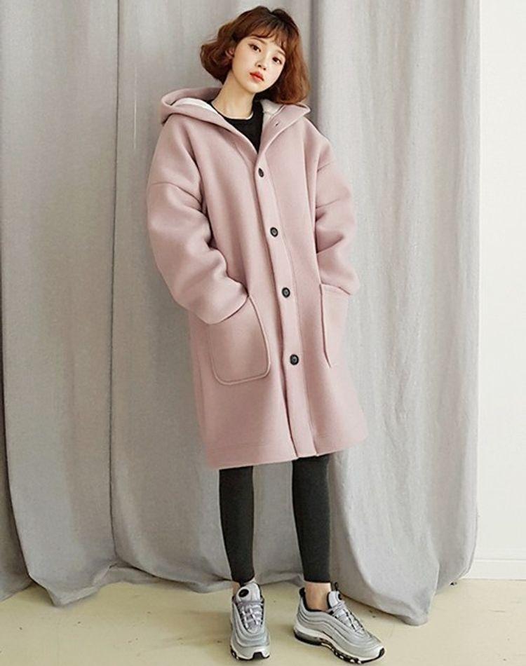 ピンクベージュのコートを使ったコーデ集!似合う色や着こなし方は?