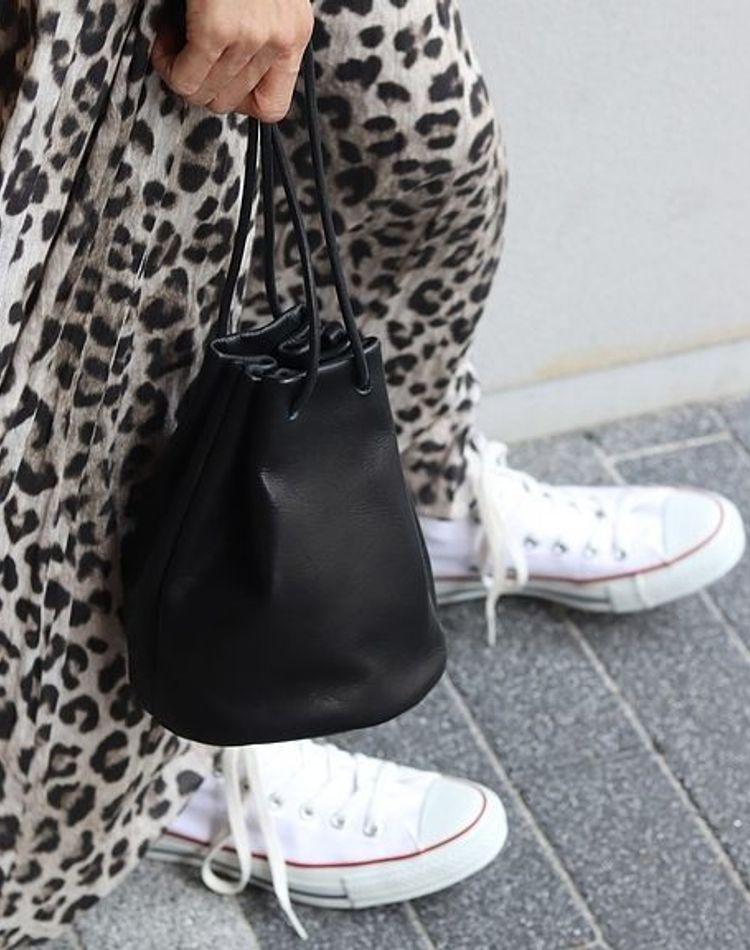 白スニーカーの大人女子コーデ!人気ブランド別・季節別のおすすめ