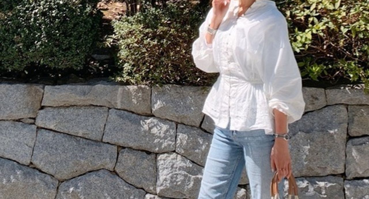 【白シャツ×デニム】でおしゃれ度アップ!季節別の着こなしをご紹介