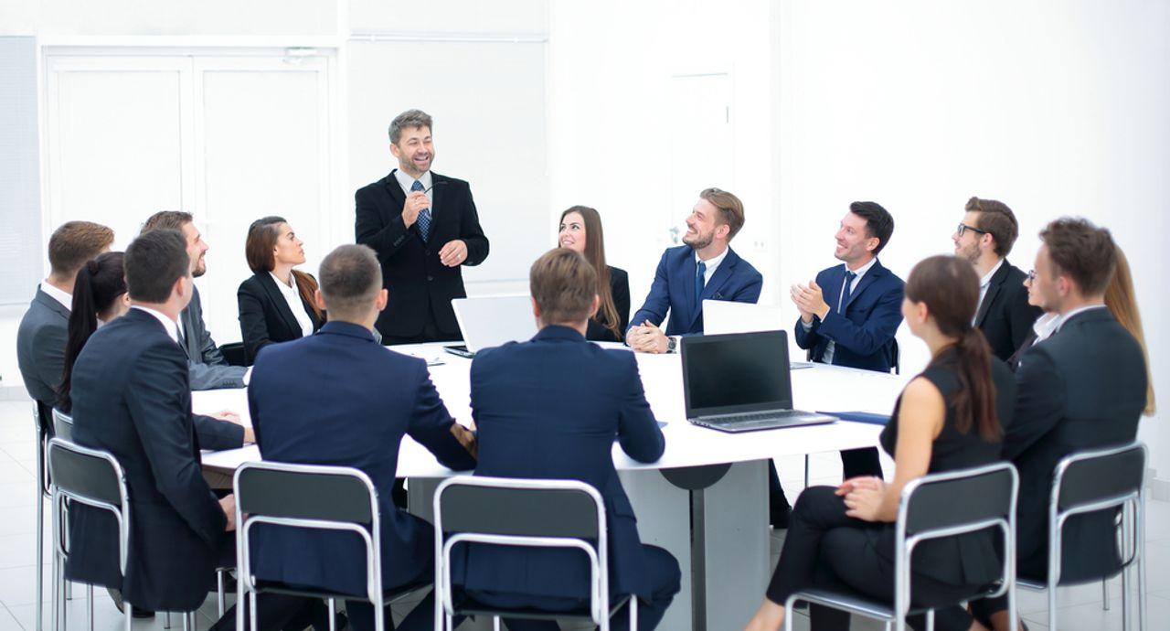 席次のマナーを復習しよう!会議室や宴会場での上座や下座の位置とは