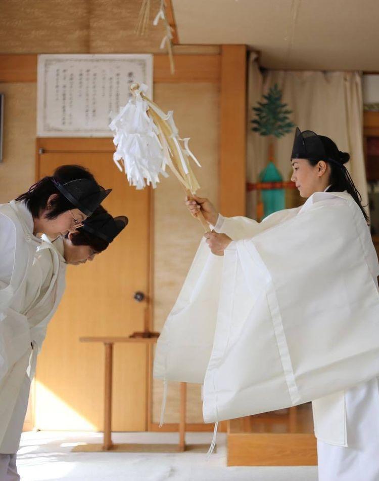 神主の道具や衣装とは?普段着やお祭りの服装をご紹介!