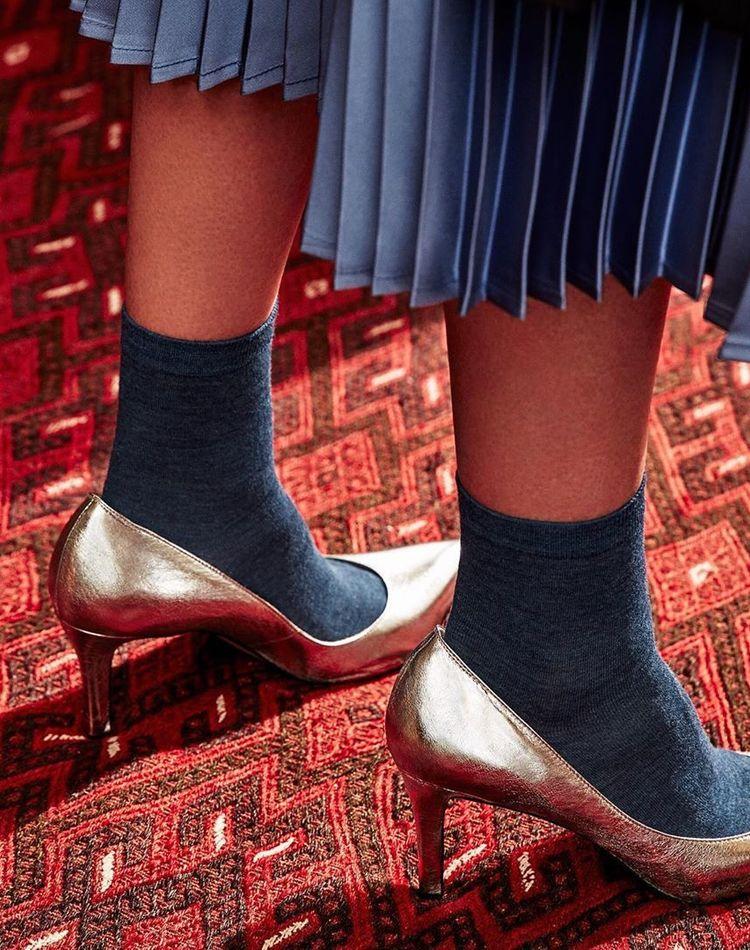ハイヒール×靴下のコーデ集!おしゃれに履きこなすコツもご紹介