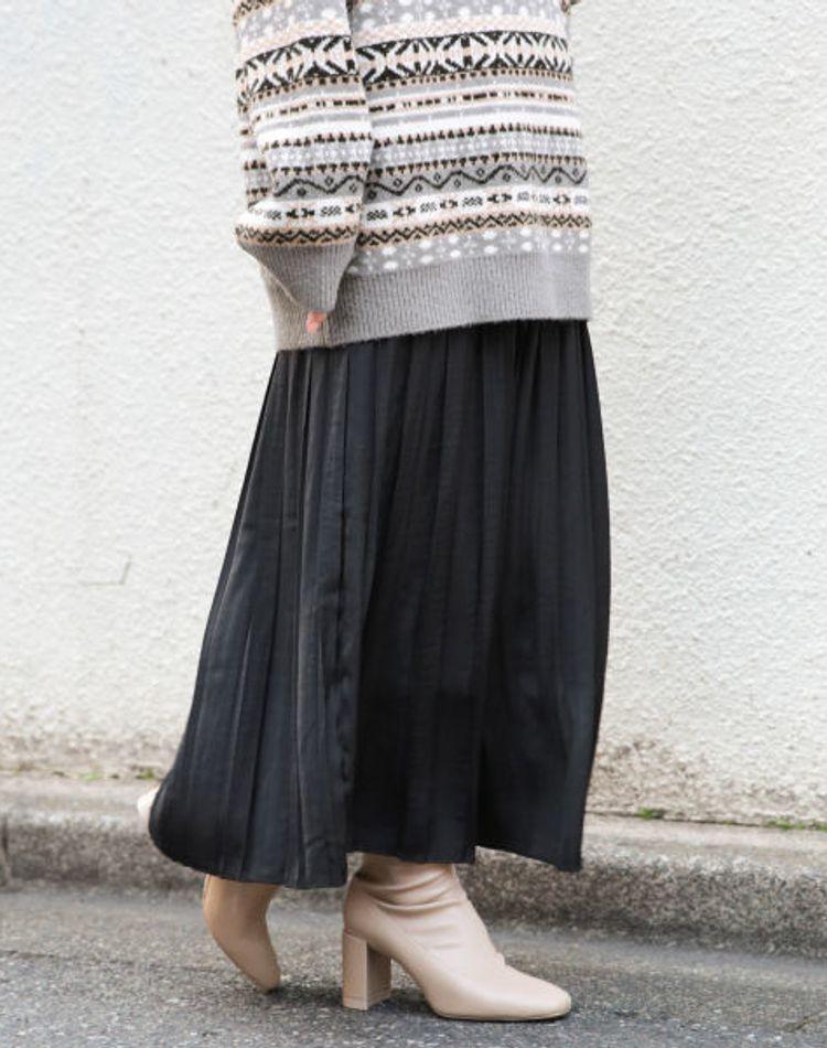 黒のプリーツスカートの大人女子的コーデ術!丈別・季節別コーデ9選
