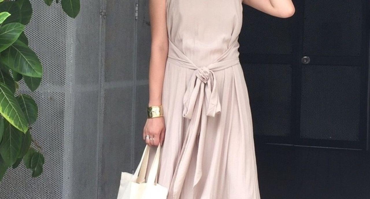 着るだけで女っぽく♡今年の「きれい色ワンピース」の着こなし方