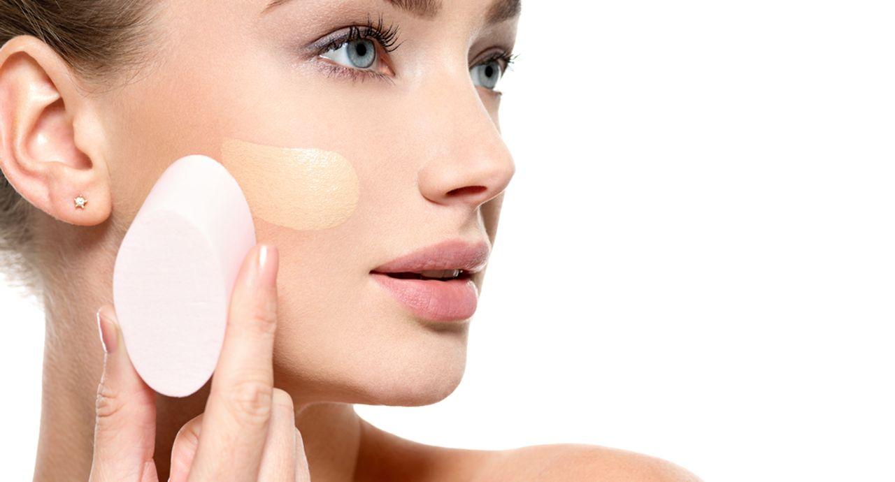 化粧が浮く原因は?化粧崩れの防ぎ方やきれいに直す方法について