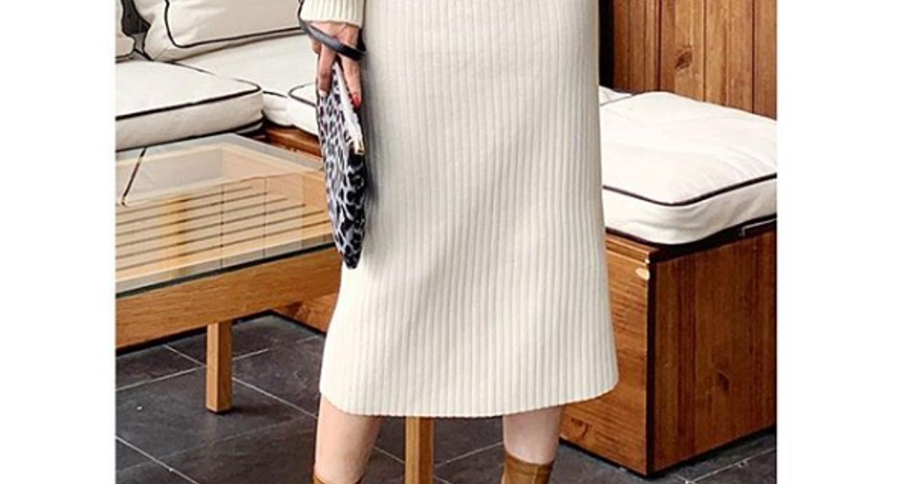 白のニットスカートでおしゃれ上級者コーデへ!着こなしのコツは?