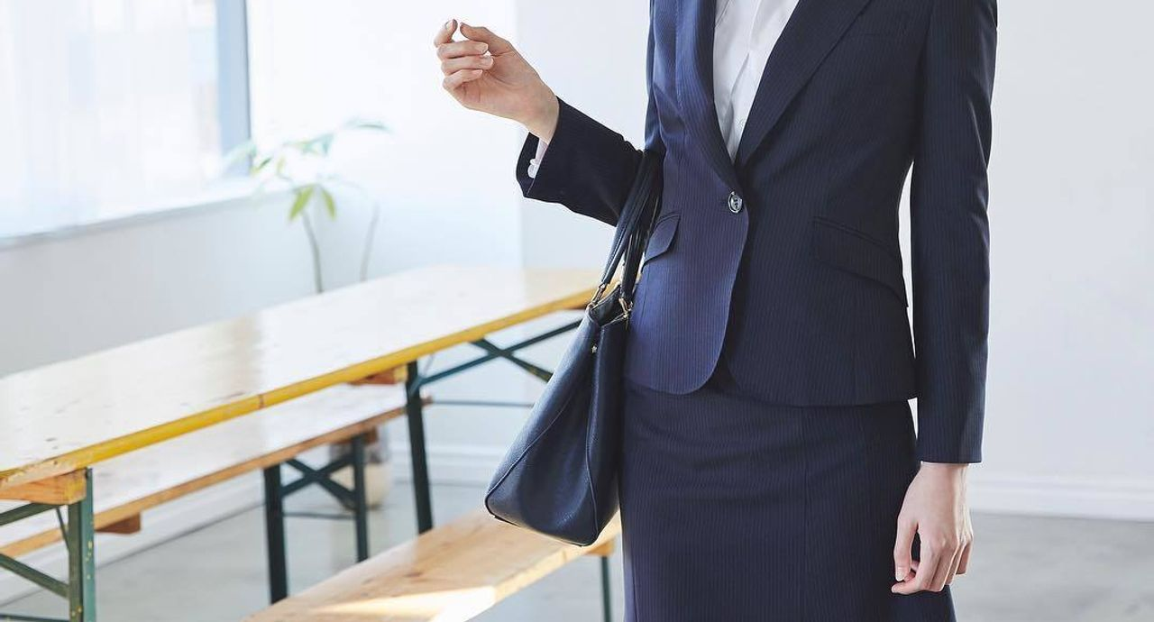 試験監督のバイトに適した服装とは?女性のコーデをご紹介!