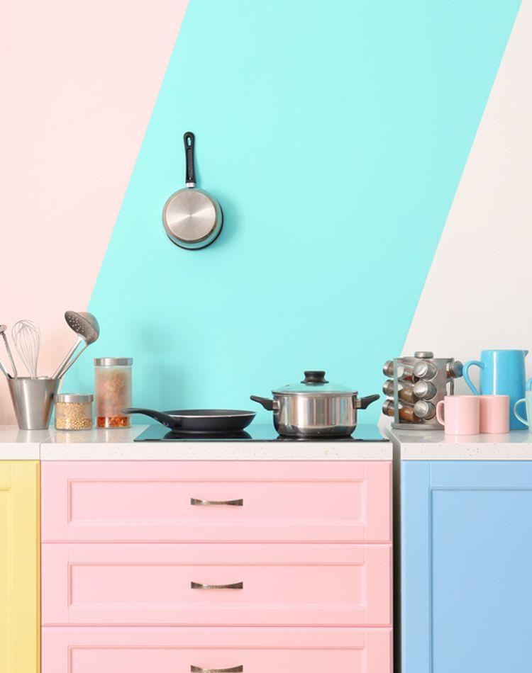 食器棚を掃除する頻度は?効率の良い掃除の方法もご紹介