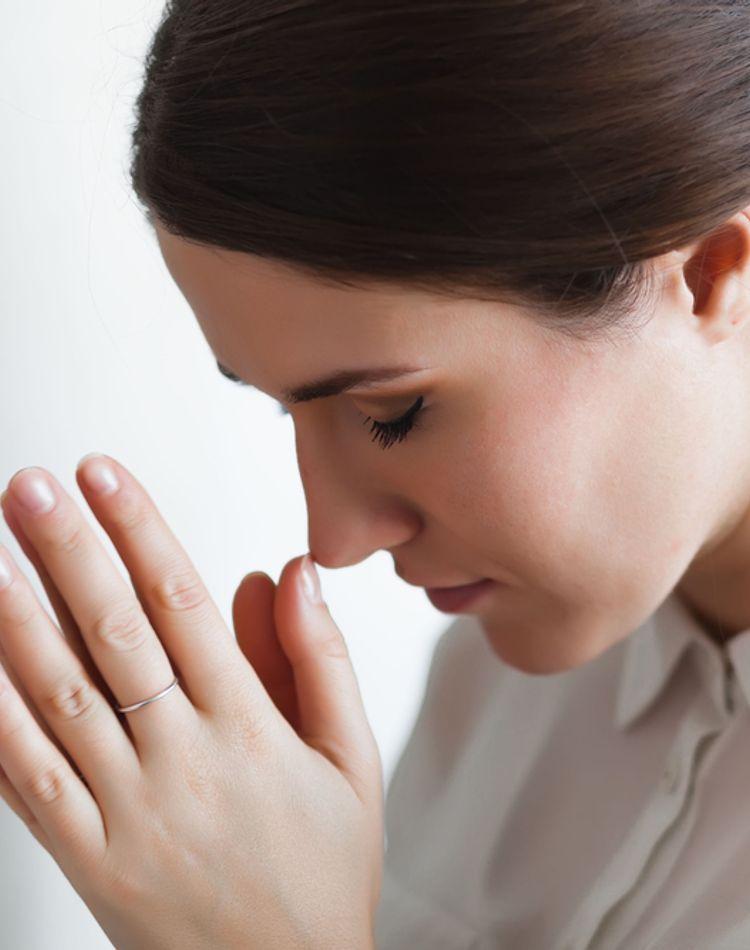 仏壇の正しい作法やマナーは?お参りの仕方や線香のあげ方をご紹介