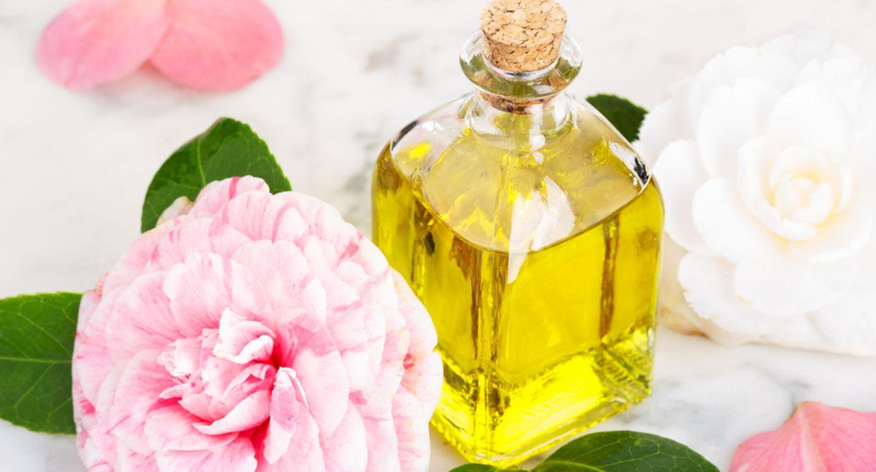 椿油を使ったスキンケアの効果とは?おすすめの使い方や注意点を紹介