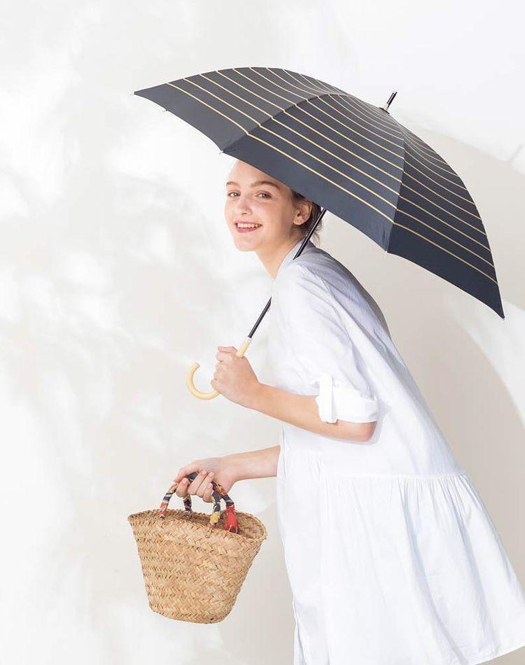 日傘をコーデのワンポイントに!おしゃれなスタイリングをご紹介