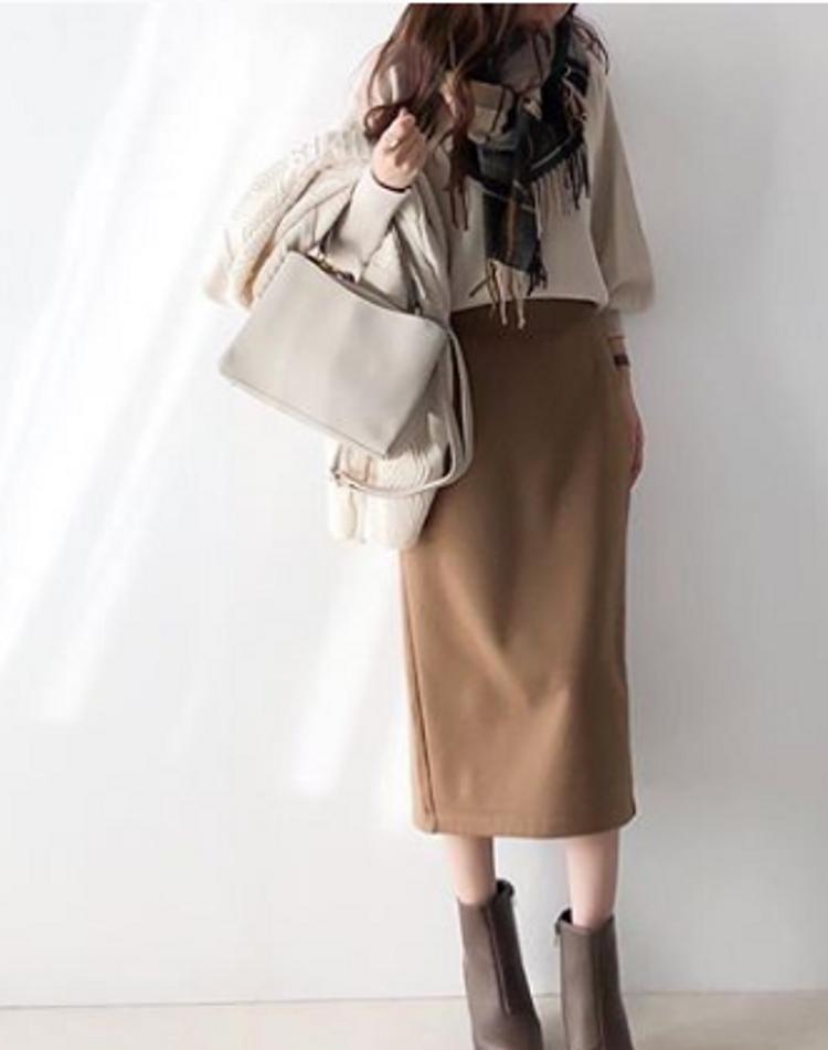 ユニクロのボアスウェットスカートが優秀!色別で見るおしゃれコーデ