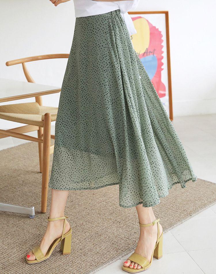 夏はカーキスカートをどう着こなす?おしゃれさんのコーデ術を公開