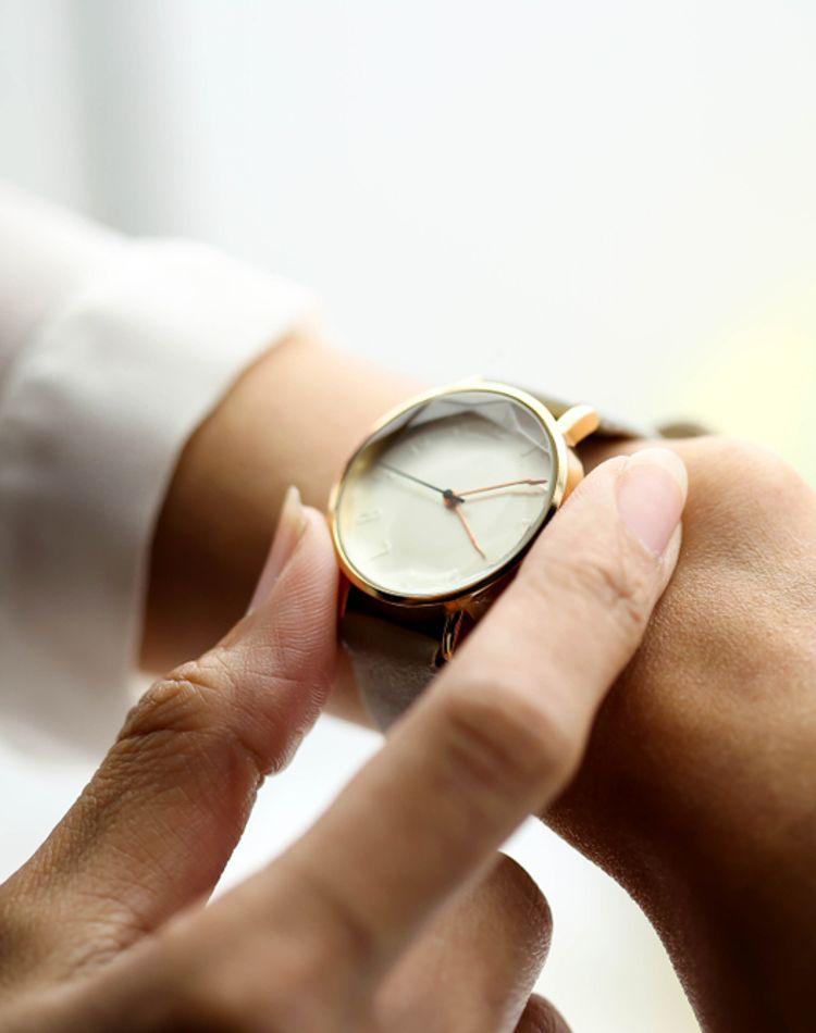就活に腕時計は必要なの?選び方やおすすめの腕時計をご紹介