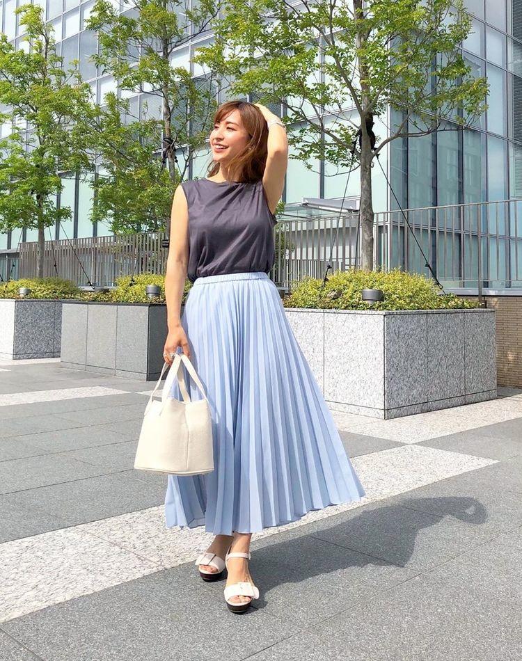 ユニクロのプリーツスカートが可愛い!季節別・色別コーデをご紹介!