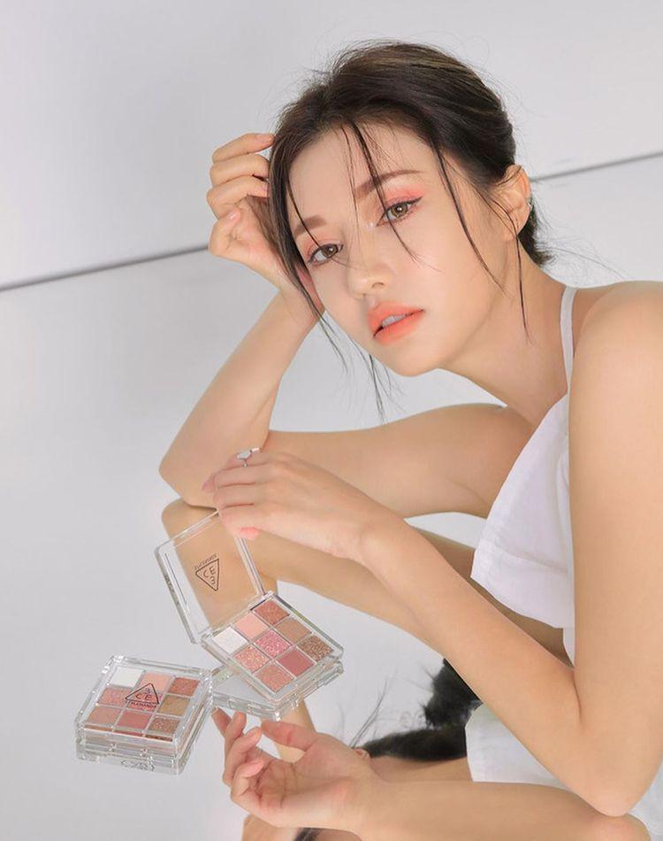 韓国のアイシャドウが気になる!塗り方とおすすめコスメをご紹介