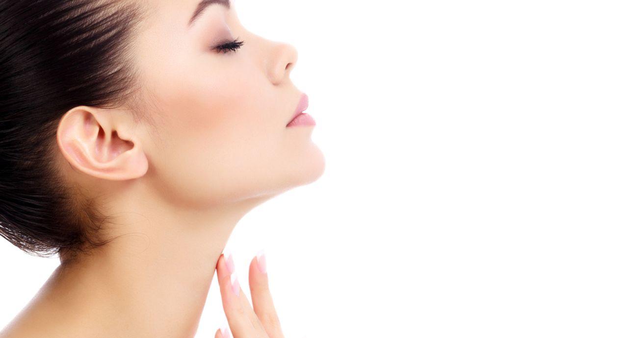 首を美白したい!日焼け対策方法や白くするためのアイテム選びとは?
