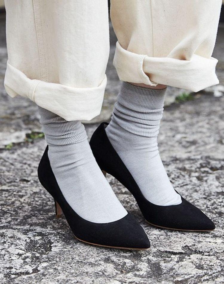 足元の抜け感はグレーの靴下におまかせ!おすすめ靴下コーデ9選