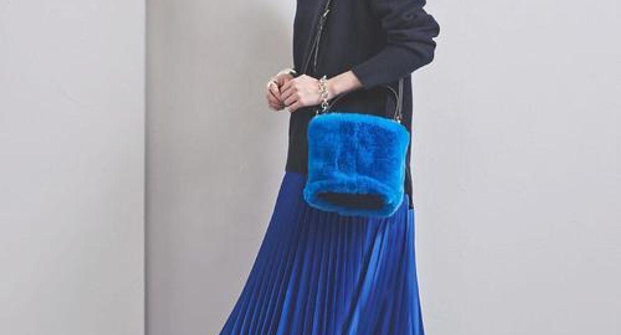 ロイヤルブルーのスカートで叶える上品コーデ!季節別の着こなしテク