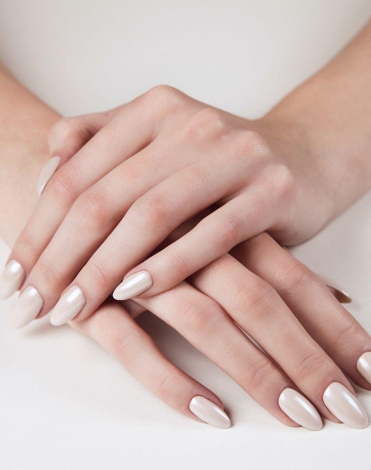 手の甲が美白できるアイテムとは?ハンドクリームの選び方や塗り方
