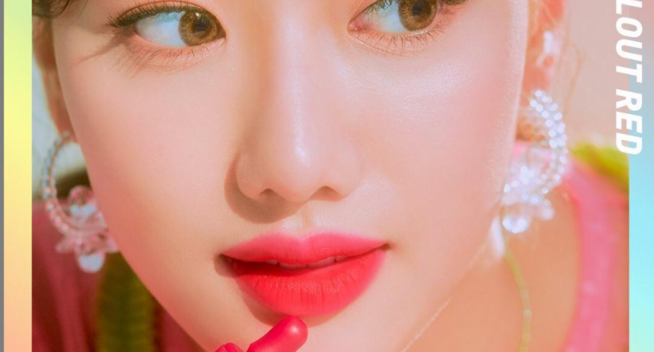 唇が乾燥してしまう原因とは?おすすめのケア方法やアイテムを紹介