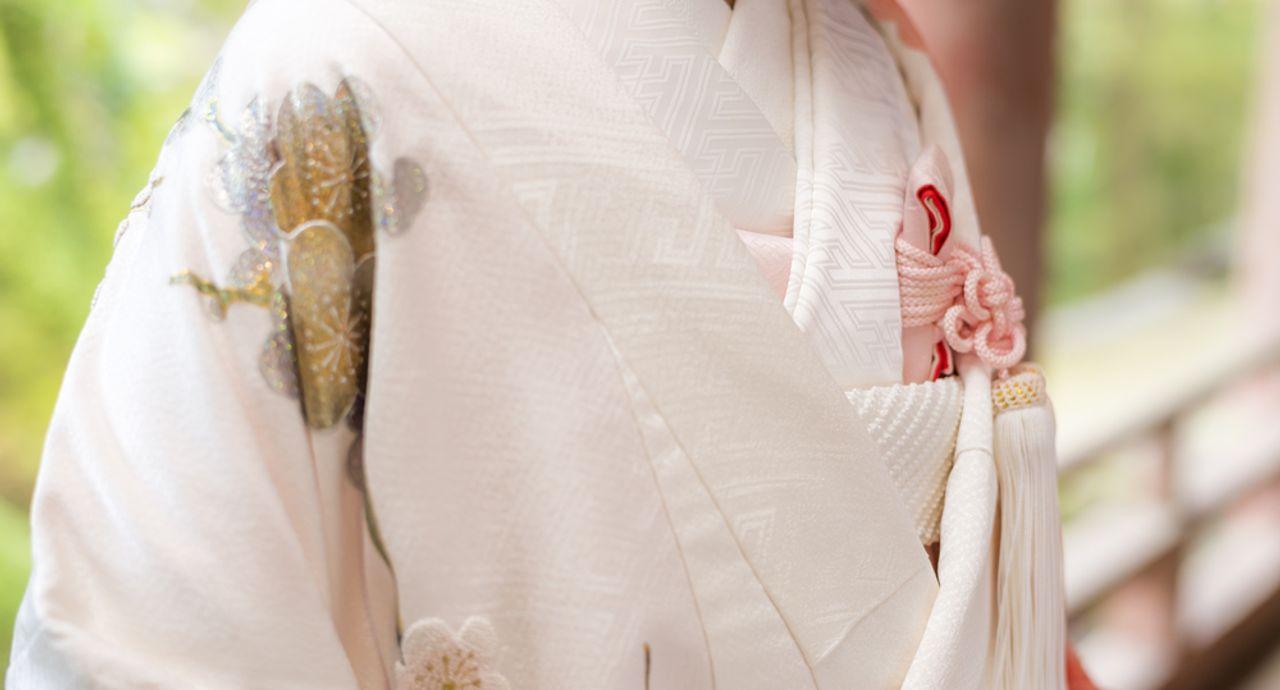 結婚式で色打掛が人気上昇中!選び方や人気カラーをご紹介