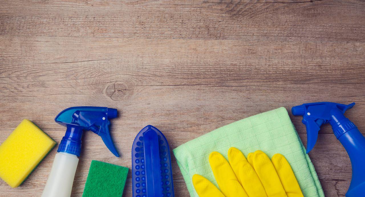 フローリング掃除の基本って?ホコリや黒ずみなど汚れ別の掃除方法