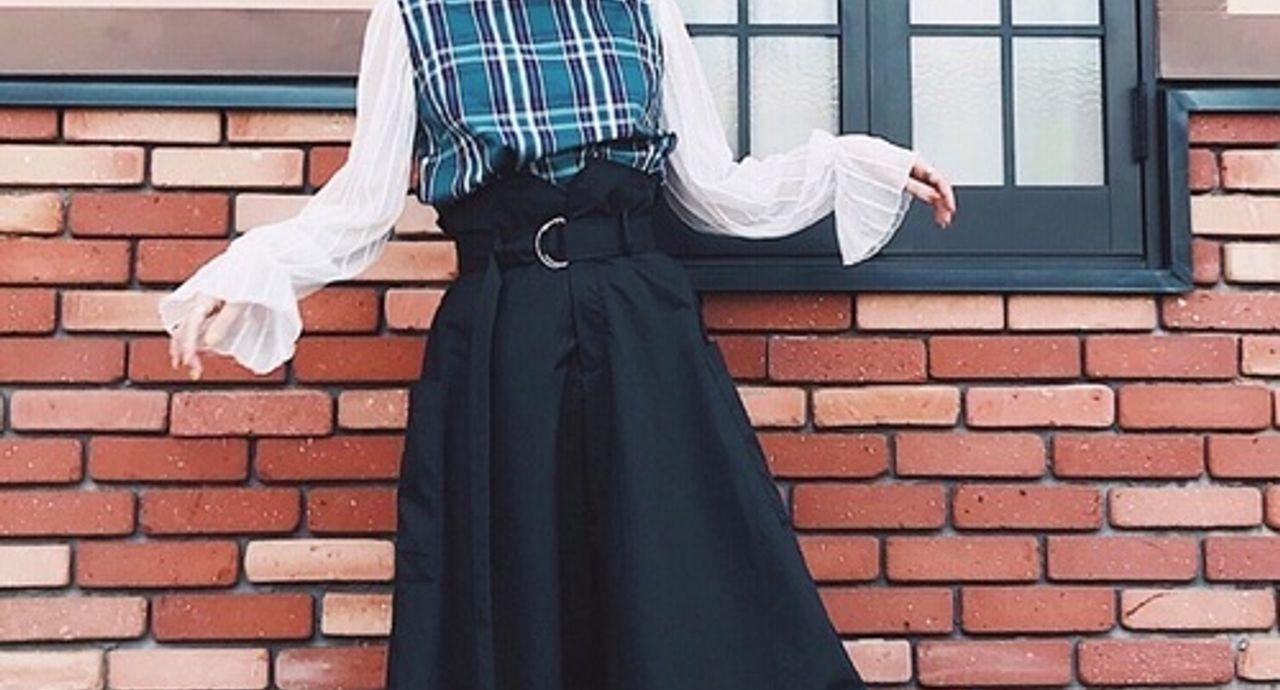 黒のロングスカートで大人の女性に!季節・年代別コーデをご紹介