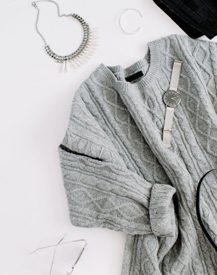 セーターの縮まない洗濯方法をご紹介!洗濯表示や生地別の洗い方のコツ