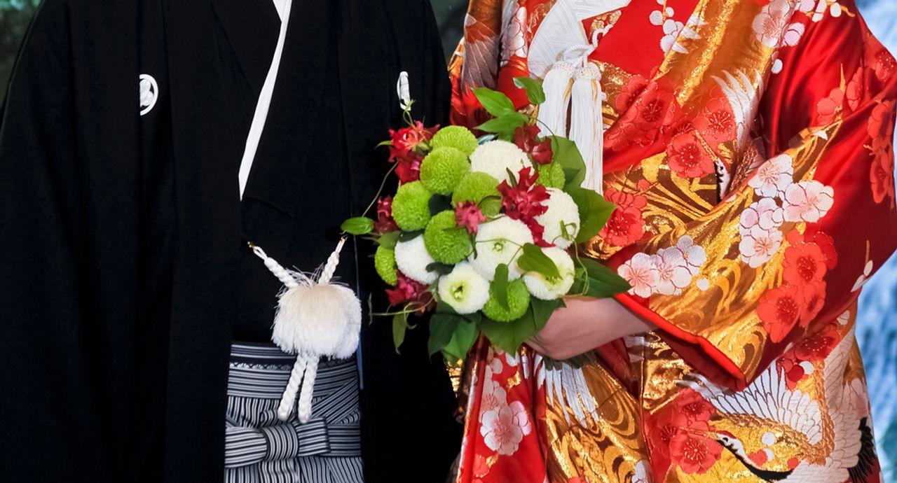 和装のブーケの選び方は?人気の形や花の種類、値段をご紹介