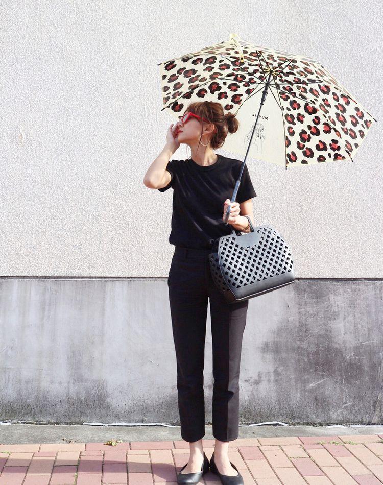 雨の日コーデ術!梅雨のおすすめ通勤スタイルと大人可愛いレイングッズ