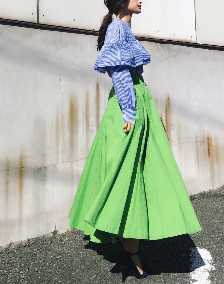着映えるグリーンスカートで旬顔に!大人の上品カラーコーデ