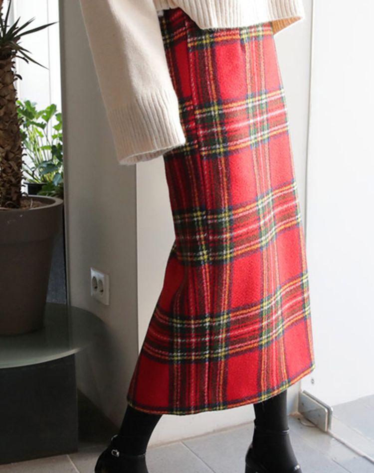 赤チェックスカートがコーデの主役!季節別に見るおしゃれな着こなし