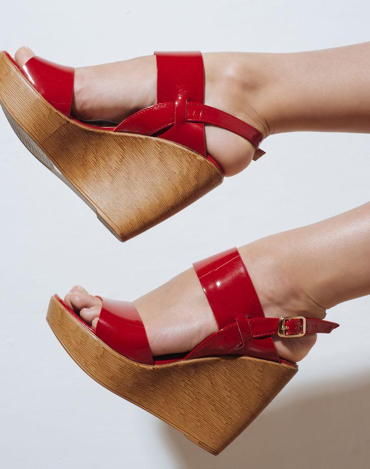レディースサンダルの選び方。おしゃれで履きやすい一足を選ぶコツ