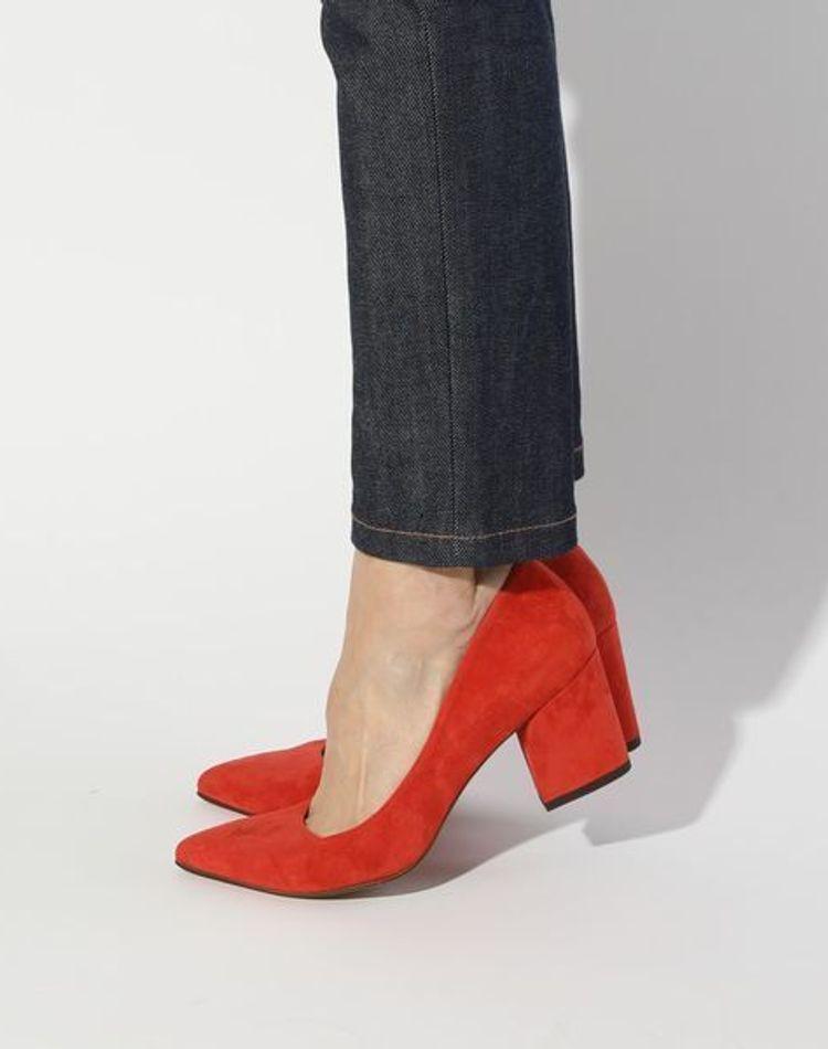 オレンジの靴でおしゃれに格上げ!季節や年代に合うコーデ特集