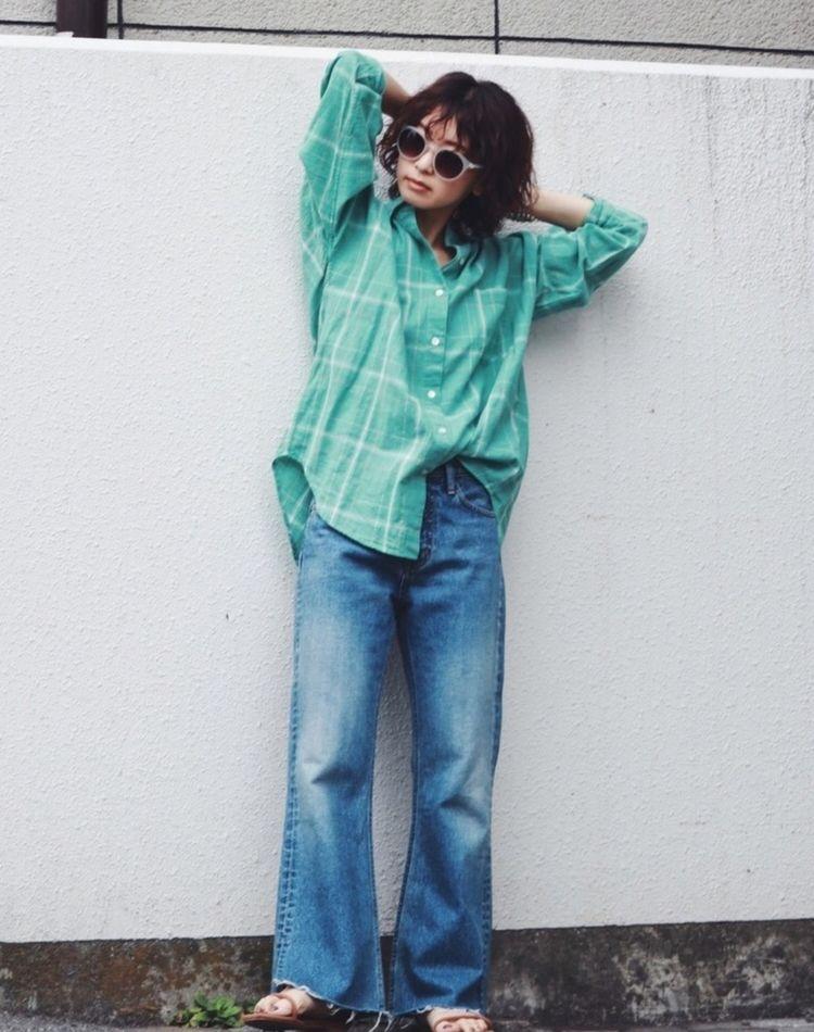 グリーンのシャツで叶う!【春夏秋冬】大人のキレイめコーデ