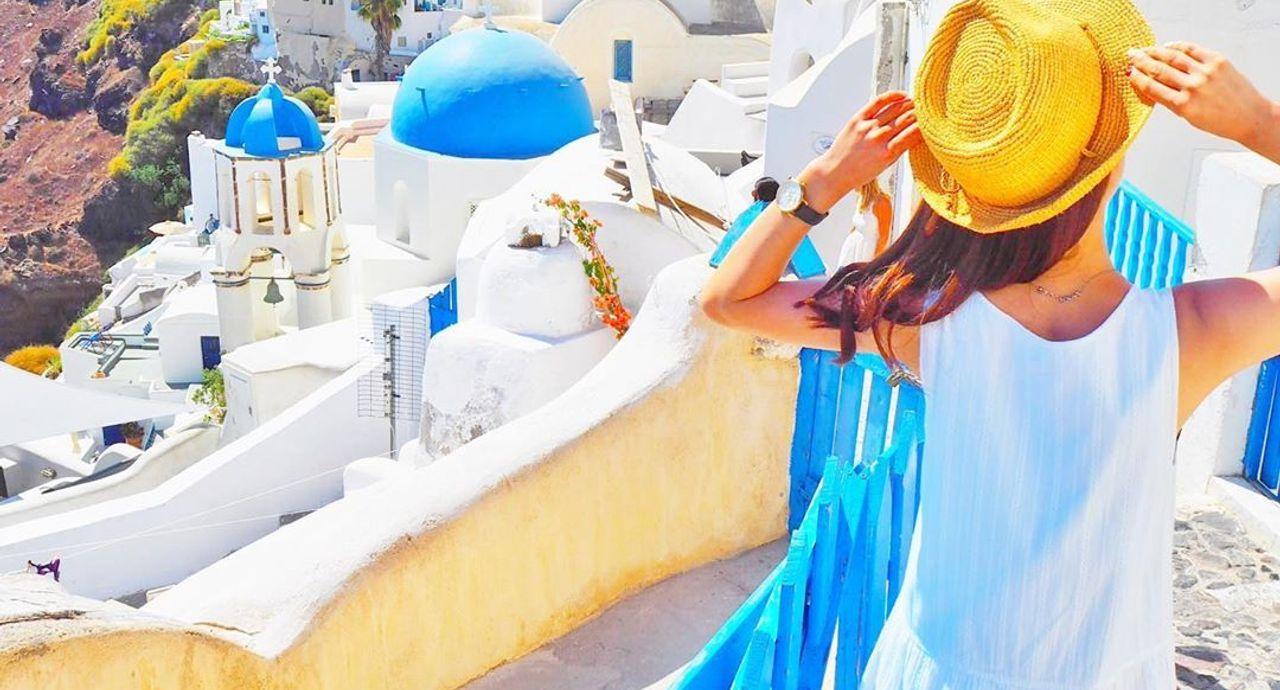 ギリシャ旅行に適した服装は?おすすめのレディースコーデ9選