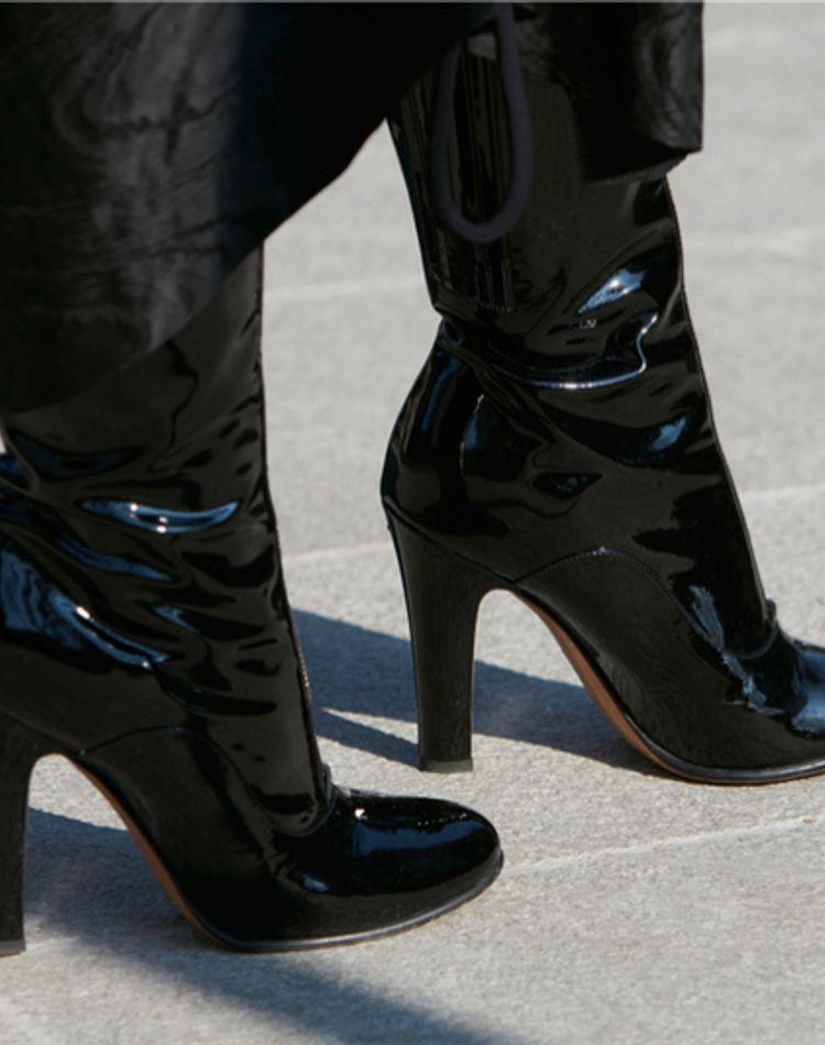 ブーツや靴の臭い、なんとかしたい!身近にあるものを使った簡単ケア方法