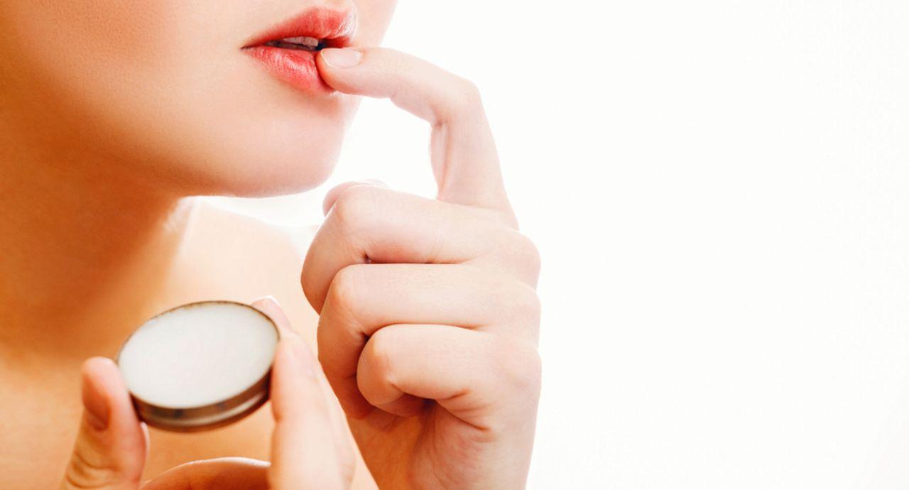 リップにワセリンを使うメリットは?効果や魅力、成分について解説