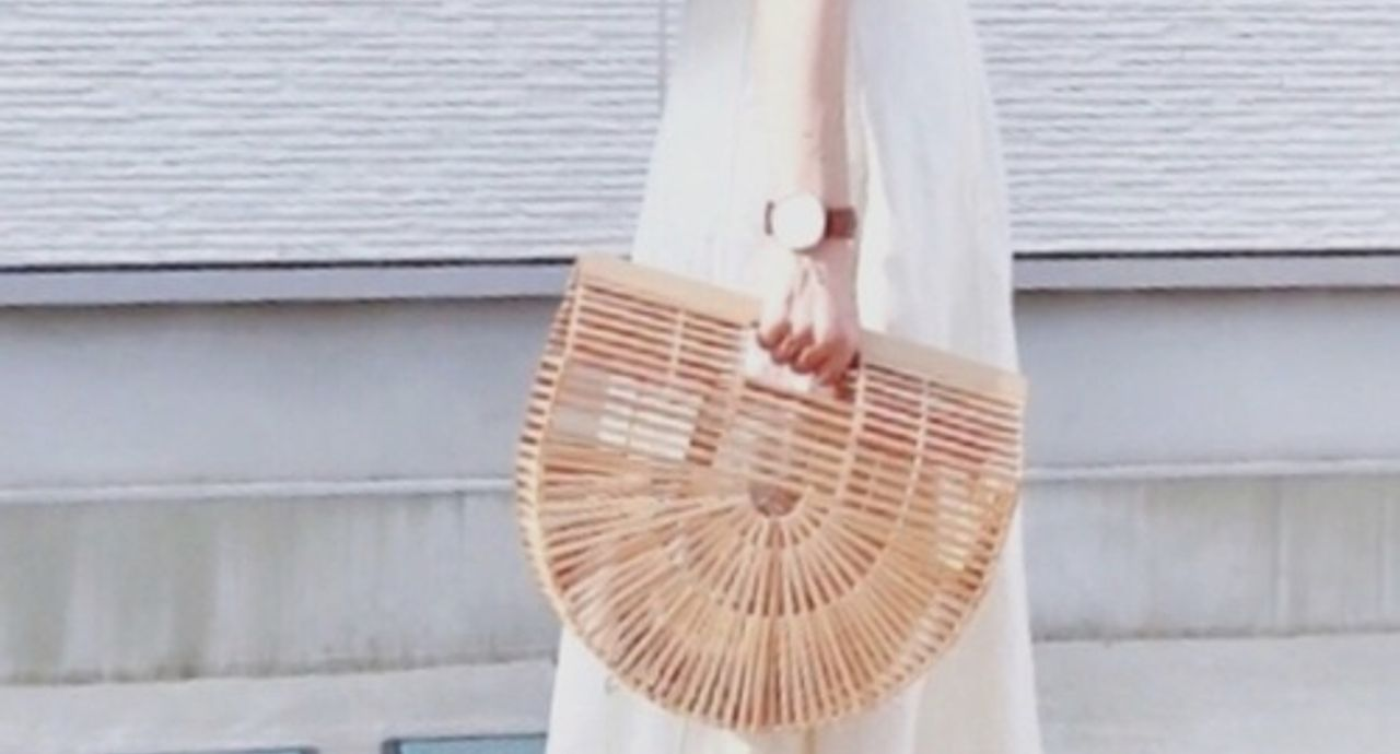 アイボリースカートで綺麗めコーデに。季節別の着こなし術